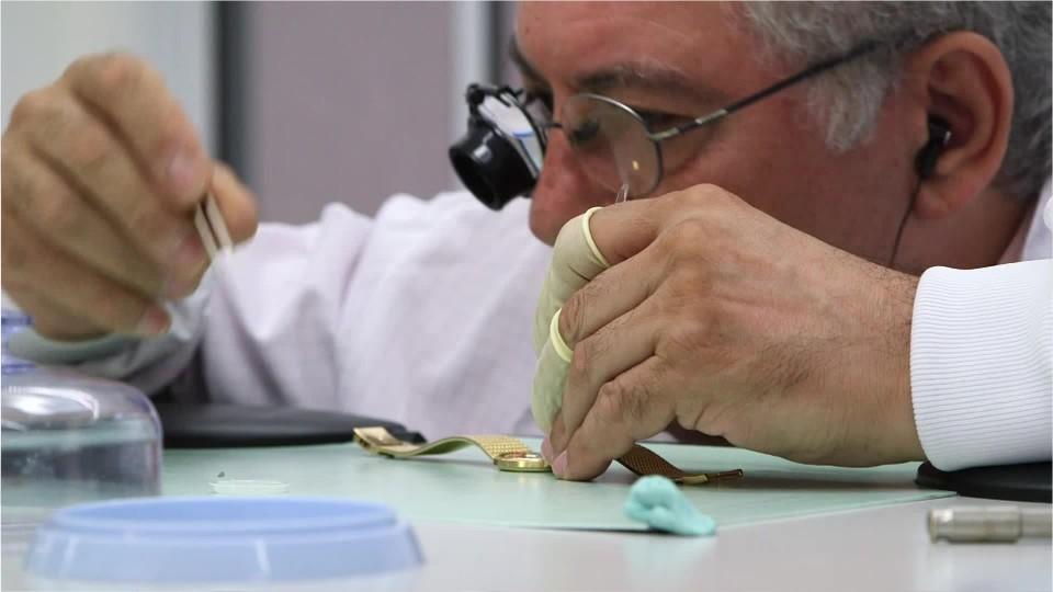 Thợ sửa đồng hồ