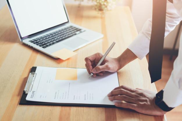 """5 nguyên tắc """"Vàng"""" để CV xin việc của bạn TỎA SÁNG trong mắt Nhà tuyển dụng"""