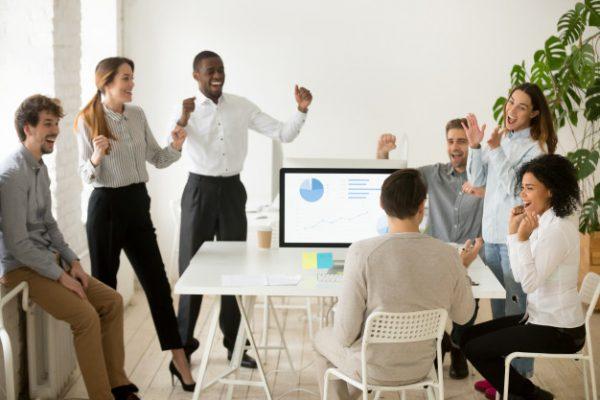 """Đánh giá công ty – Xu hướng mới giúp người đi làm """"đáp"""" đúng nơi làm việc mơ ước"""