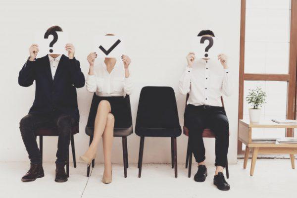 Nhà tuyển dụng tìm kiếm điều gì ở sinh viên mới ra trường?